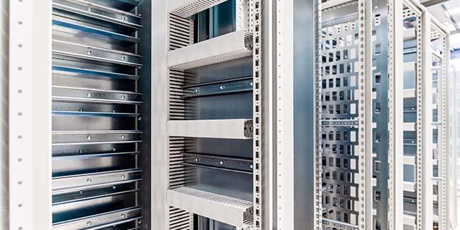 Шкафове за електрозахранване и управление в минната индустрия
