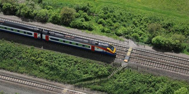 Великобритания тества влакове, частично захранвани със соларна енергия