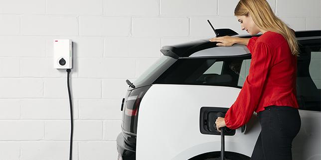 ABB представи ново продуктово решение за АС зареждане на електрически превозни средства